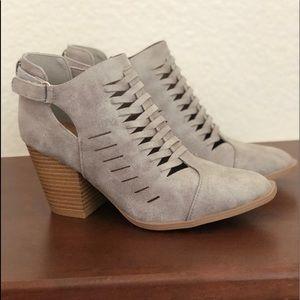 Quipid Grey Heels. Size 6.